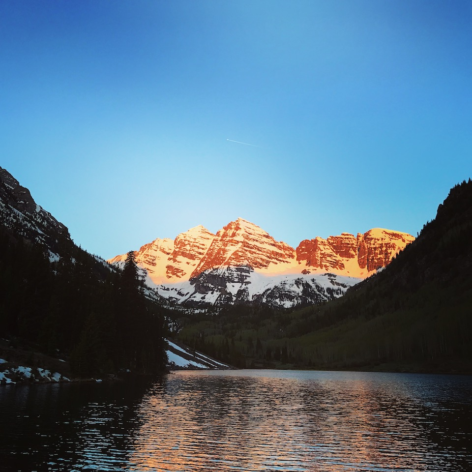 sunrise overlooking maroon bells