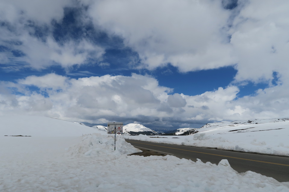snow on independence pass